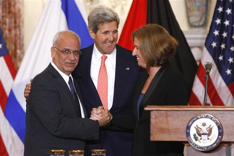 Chief Palestinian negotiator Saeb Erekat (L-R), U.S. Secretary of State John Kerry and Israel's Justice Minister Tzipi Livni shake hands at