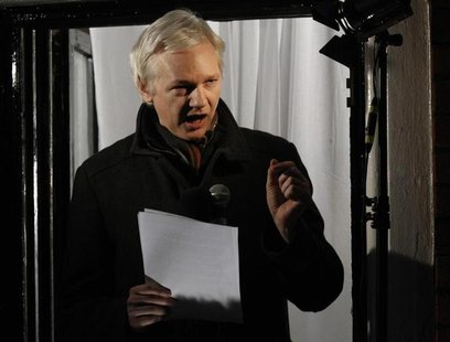 WikiLeaks founder Julian Assange makes a speech from the balcony of Ecuador's Embassy, in central London December 20, 2012. REUTERS/Luke Mac