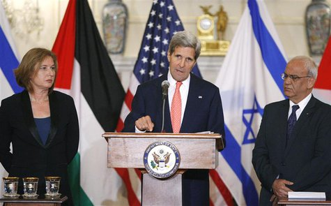 U.S. Secretary of State John Kerry announces further peace talks at a news conference with Israel's Justice Minister Tzipi Livni (L) and Chi