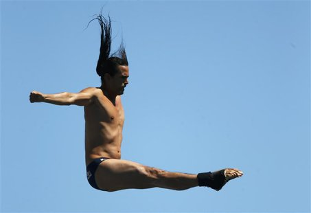 Colombia's Orlando Duque performs a dive in round 1 of the men's 27m high diving during the World Swimming Championships at Moll de la Fusta