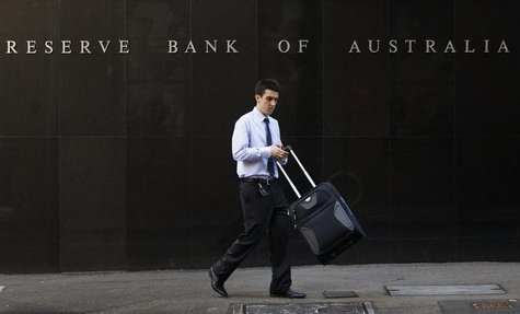 An office worker walks past the Reserve Bank of Australia (RBA) building in central Sydney April 2, 2013. REUTERS/Daniel Munoz