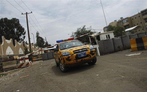 A police patrol vehicle is seen at a barricade outside the U.S. embassy in Sanaa August 5, 2013. REUTERS/Khaled Abdullah