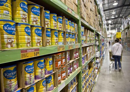 A customer shops in an isle stocked with Nutricia milk powder products in a supermarket in Auckland August 6, 2013. REUTERS/Nigel Marple