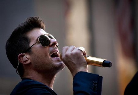 "Singer Robin Thicke performs on NBC's ""Today"" show in midtown New York, July 30, 2013. REUTERS/Carlo Allegri"