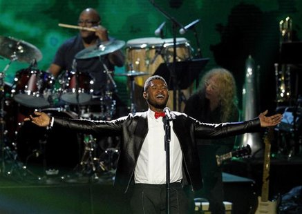 Usher performs during Quincy Jones' induction at the 2013 Rock and Roll Hall of Fame induction ceremony in Los Angeles April 18, 2013. REUTE