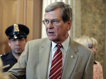 Sen. Trent Lott (R-MS) talks with journalists after voting on the U.S. Troop Readiness, Veterans' Health And Iraq Accountability Act on Capi