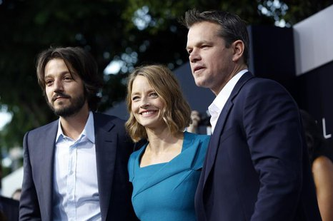 "Cast members Diego Luna (L), Jodie Foster and Matt Damon pose at the world premiere of ""Elysium"" in Los Angeles, California August 7, 2013."