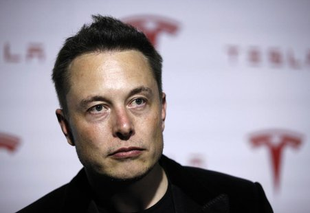 Tesla Motors Inc CEO Elon Musk talks about Tesla's new battery swapping program in Hawthorne, California June 20, 2013. REUTERS/Lucy Nichols