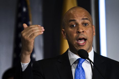 Newark Mayor Cory Booker announces his plans to run for the U.S. Senate seat during a news conference in Newark, June 8, 2013. REUTERS/Eduar