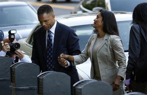 Jesse Jackson Jr. and his wife Sandi arrive in court for their sentencing hearing in Washington, August 14, 2013. REUTERS/Kevin Lamarque