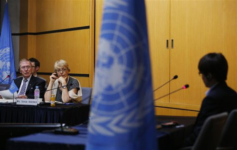 Michael Kirby (L), chairman of the United Nations Commission of Inquiry on North Korea, poses a question to Shin Dong-hyuk (R), a former Nor