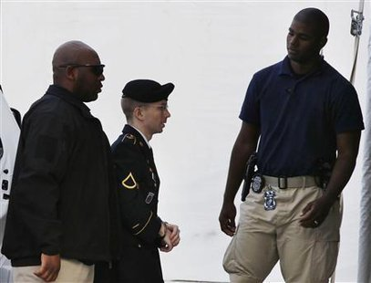 U.S. soldier Bradley Manning (C) arrives to receive his sentence at Fort Meade in Maryland, August 21, 2013.  REUTERS/Larry Downing