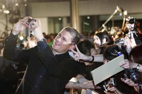 "Actor Wentworth Miller takes a picture with fans at the ""Resident Evil: Afterlife 3D"" Tokyo premiere September 2, 2010. REUTERS/Kim Kyung-Ho"