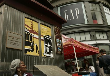 A Gap Inc. clothing store is shown at the Cable Car turn in San Francisco, California August 21, 2008. REUTERS/Robert Galbraith