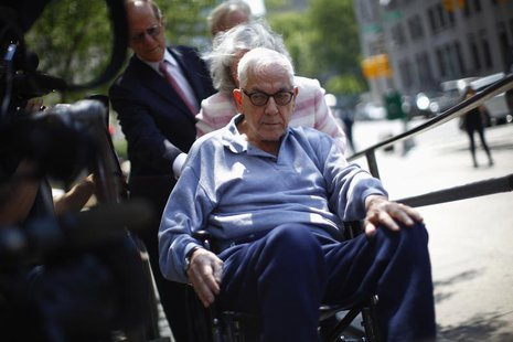 Anthony Marshall arrives to New York Criminal Court, June 21, 2013. Marshall, 89, son of late philanthropist Brooke Astor, turned himself in