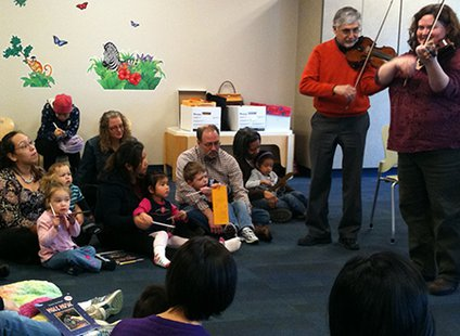 Kalamazoo Great Start classroom enjoying visit from musicians from Kalamazoo Symphony Orchestra