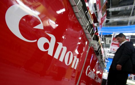 A logo of Canon Inc is pictured at an electronics store in Tokyo October 23, 2012. REUTERS/Yuriko Nakao