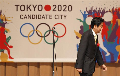 Japan's Prime Minister Shinzo Abe leaves a podium after speaking during the Tokyo 2020 kick off rally in Tokyo August 23, 2013. REUTERS/Yuya