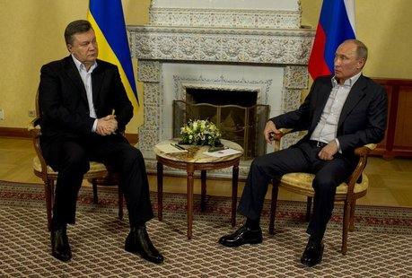 Russian President Vladimir Putin (R) speaks with his Ukrainian counterpart Viktor Yanukovich during their meeting at the Zavidova residence