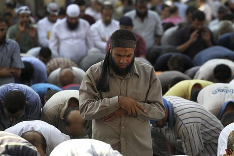 Supporters of Muslim Brotherhood and ousted Egyptian President Mohamed Mursi pray during a protest in Cairo August 23, 2013. REUTERS/Muhamma