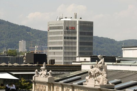 The logo of Switzerland's biggest bank UBS is seen at an office building in Zurich July 25, 2013. REUTERS/Arnd Wiegmann