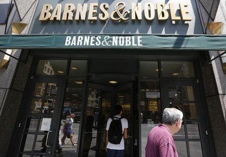 Customers enter a Barnes and Noble store in New York June 25, 2013. REUTERS/Brendan McDermid