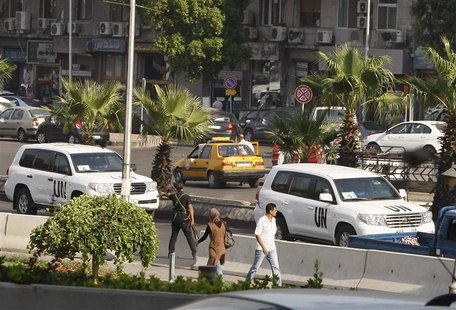 U.N. vehicles, carrying a team of United Nations chemical weapons experts, return to their hotel in Damascus August 28, 2013. REUTERS/Khaled