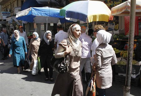 Syrians shop at al-Shaalan market in Damascus August 28, 2013. REUTERS/ Khaled al-Hariri