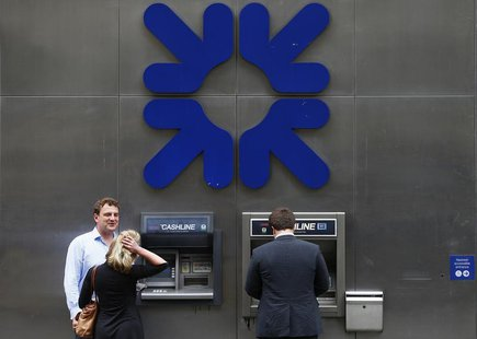 A man uses a cashpoint machine outside a branch of the Royal Bank of Scotland in the City of London August 2, 2013. REUTERS/Andrew Winning