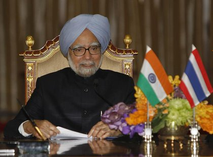 India's Prime Minister Manmohan Singh speaks during a news conference at the Government House in Bangkok May 30, 2013. REUTERS/Chaiwat Subpr