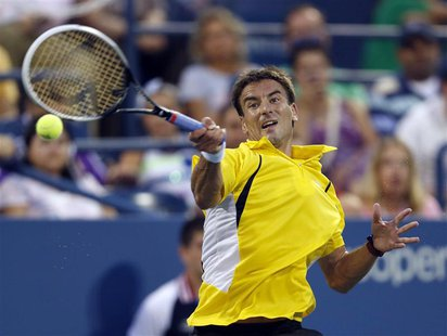 Tommy Robredo of Spain returns a forehand to Daniel Evans of Britain at the U.S. Open tennis championships in New York August 31, 2013. REUT