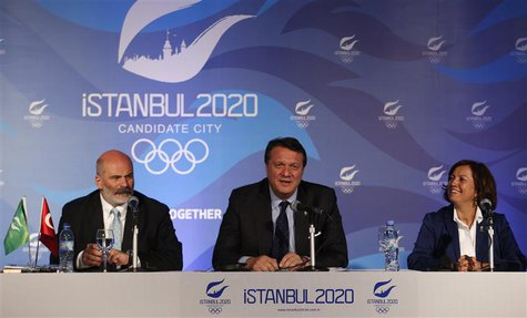 Hasan Arat, Bid Chairman and the Vice President of the Turkish National Olympic Committee, Alp Berker (L), Director of Sport at Istanbul 202