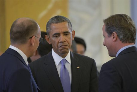 Italy's Prime Minister Enrico Letta (L), U.S. President Barack Obama (C) and British Prime Minister David Cameron (R) talk at the second wor