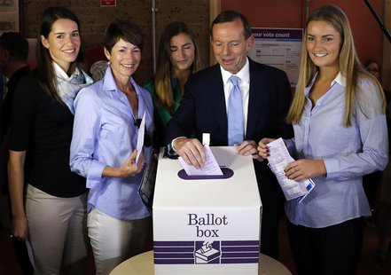 Tony Abbott (2nd R), who leads the conservative opposition, casts his vote as his wife Margaret and daughters Louise, Frances and Bridget (L