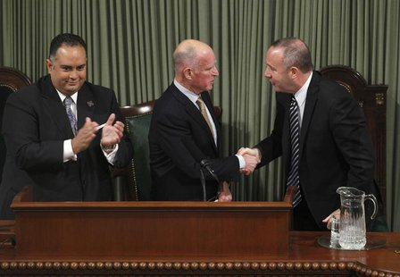 California Governor Jerry Brown (C) is congratulated by Senate President pro Tempore Darrell Steinberg (R) as Assembly Speaker John Perez (L