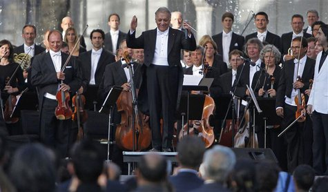 Bavarian State Orchestra and renowned conductor Zubin Mehta (C) gestures before performing at the Ehasas-e-Kashmir concert at Shalimar Garde