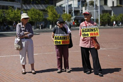 Demonstrators stand under the sun during an anti-war rally in San Francisco, California September 7, 2013. REUTERS/Stephen Lam