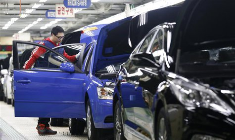 A worker works at a plant of Hyundai Motor in Asan, about 100 km (62 miles) south of Seoul January 22, 2013. REUTERS/Lee Jae-Won