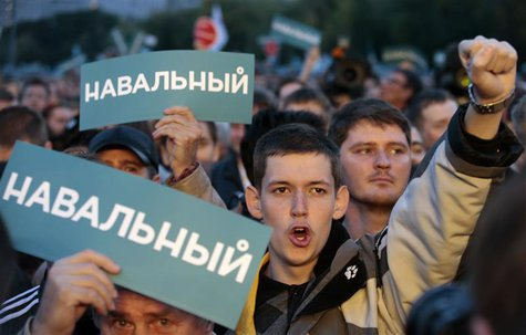 Supporters of Russian opposition leader Alexei Navalny attend a rally in Moscow, September 9, 2013. REUTERS/Tatyana Makeyeva
