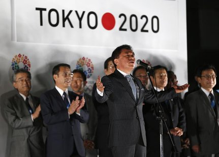 Governor of Tokyo Naoki Inose (C) announces to visitors Tokyo's successful bid to host the 2020 Summer Olympics and Paralympics during an ev