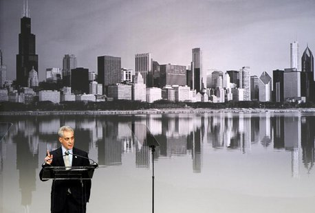 Chicago Mayor Rahm Emanuel addresses a crowd of teachers and politicans in Chicago, Illinois, February 28, 2013. REUTERS/Jeff Haynes