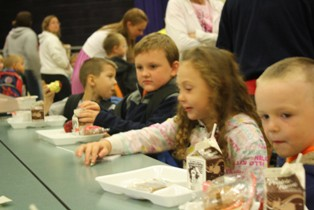 Max Larsen Elementary students at free breakfast program