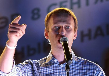 Russian opposition leader Alexei Navalny addresses supporters during a rally in Moscow, September 9, 2013. REUTERS/Tatyana Makeyeva