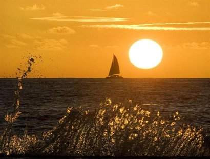 The sun sets on Waikiki Beach in Honolulu, Hawaii January 2, 2010. REUTERS/Larry Downing