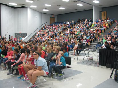 Horace Mann Middle School 6th graders listen as Attorney General J.B. Van Hollen speaks about online safety.  9/12/13 WSAU