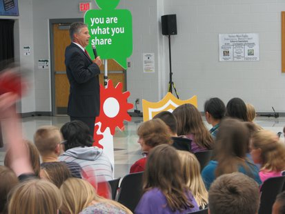 J.B. Van Hollen at Google Good to Know Roadshow, at Horace Mann Middle School in Wausau, WI