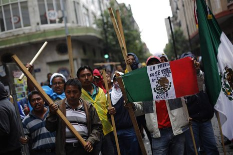 Members of the teachers' union CNTE react as they are evicted from Zocalo Square in downtown Mexico City September 13, 2013. REUTERS/Bernard