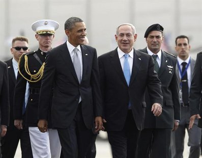 U.S. President Barack Obama (front L) participates in a farewell ceremony with Israeli Prime Minister Benjamin Netanyahu (front R) at Tel Av