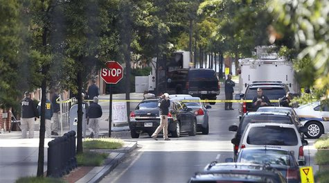 FBI agents investigate at the scene of the shooting inside the Washington Navy Yard in Washington, September 17, 2013. REUTERS/Jason Reed