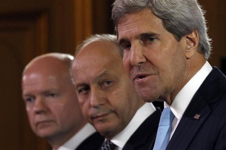 U.S. Secretary of State John Kerry (R), British Foreign Secretary William Hague (L) and French Foreign Minister Laurent Fabius attend a news